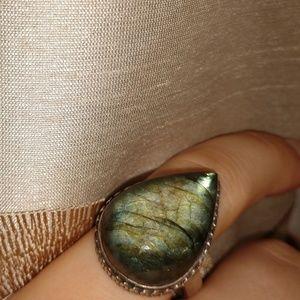 Jewelry - Stunning labradorite ring; size 7